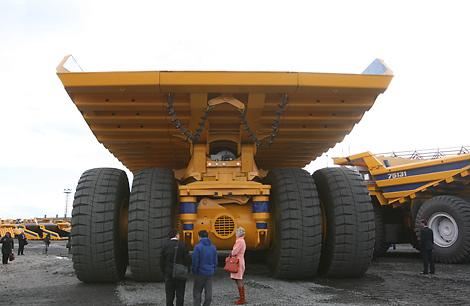 belarus in pictures belarus in photo belarus in images world s largest dump truck. Black Bedroom Furniture Sets. Home Design Ideas
