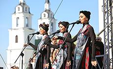 Святы нацыянальных культур каля мінскай Ратушы