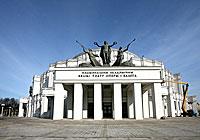 Фасад будынка Вялікага тэатра Беларусі
