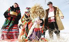 Folk ritual Pull the Kolyada Up the Oak