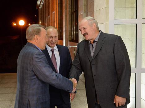 Lukashenko, Putin, Nazarbayev hold informal meeting in Sochi