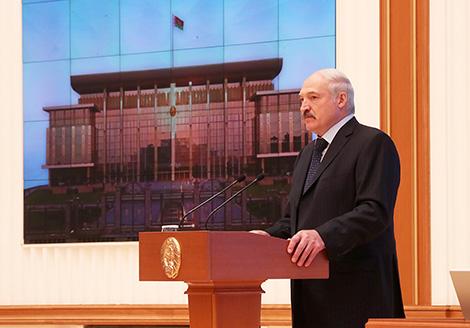 Lukashenko: Higher salaries in Belarus before 100% utility rates