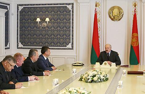 Lukashenko demands higher living standards for Belarusians