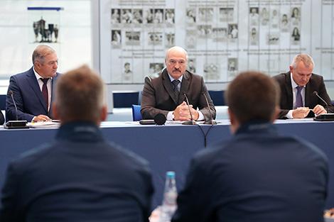 Lukashenko wants fewer foreign players in Belarusian ice hockey