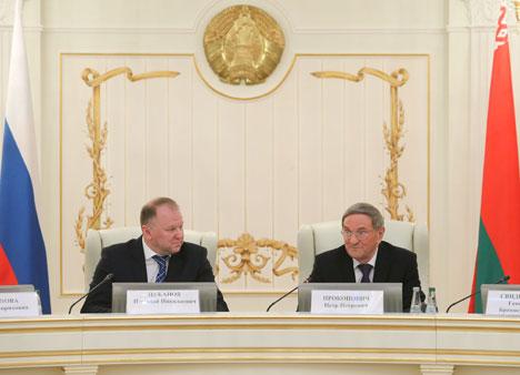 Deputy Prime Minister of Belarus Piotr Prokopovich and Kaliningrad Oblast Governor Nikolai Tsukanov
