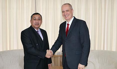 Datuk Mat Dris bin Haji Yaacoband Andrei Dapkiunas. Photo courtesy of Belarus' Ministry of Foreign Affairs