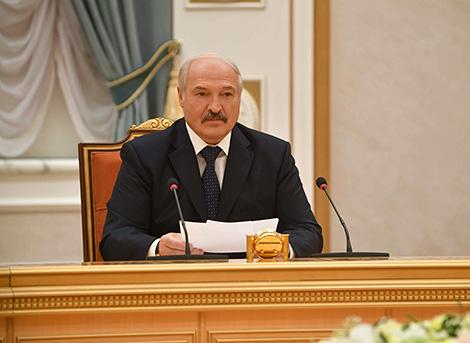 Lukashenko calls for exploring Belarus-Tajikistan mutual trade in medications, medical herbs