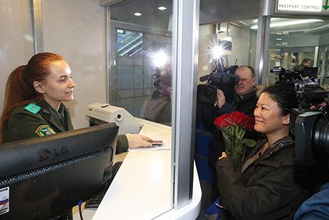 Первые безвизовые туристы прибыли в Минск