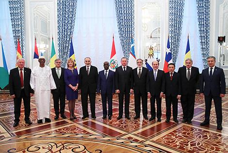 Лукашенко принял верительные грамоты послов из 11 стран