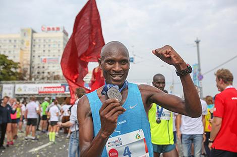 Победитель Минского полумарафона-2016 - кенийский спортсмен Хиллари Киптум Майо Кимайо