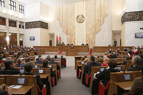 Лукашенко: Беларусь должна преодолеть негативные тенденции в экономике и выйти на устойчивое развитие