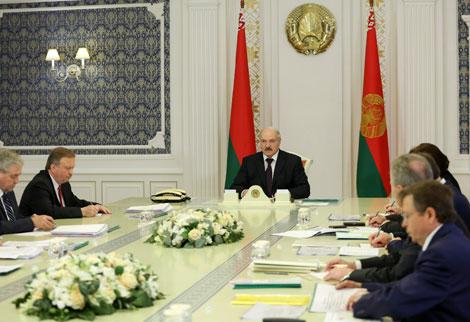 """""""Вопрос сродни независимости государства"""" - Лукашенко требует преодолеть спад в нефтепереработке"""