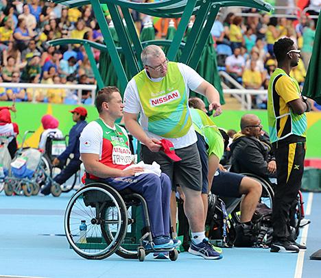 Знаменосец белорусской паралимпийской сборной Александр Трипуть стал бронзовым призером в Рио