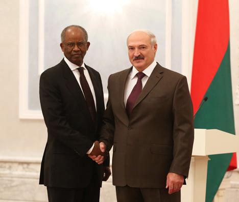 Александр Лукашенко принял верительные грамоты Чрезвычайного и Полномочного Посла Эритреи в Беларуси Петроса Цеггая Асгедома