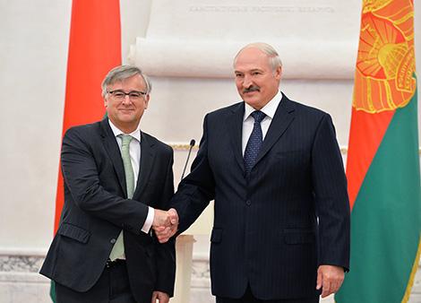 Президент Беларуси Александр Лукашенко и Чрезвычайный и Полномочный Посол Испании в Беларуси по совместительству Игнасио Ибаньес Рубио