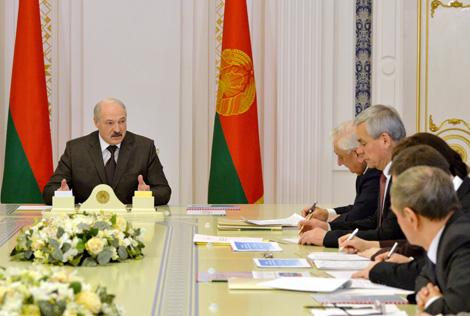 Лукашенко требует сбалансированного развития и поиска новых точек роста экономики Беларуси