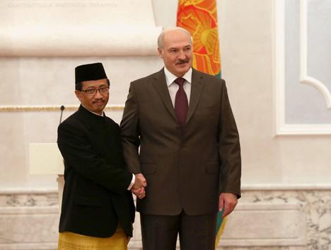 Александр Лукашенко принял верительные грамоты Чрезвычайного и Полномочного Посла Индонезии в Беларуси Мохамада Вахида Суприяди