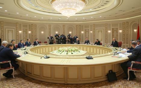 Лукашенко предлагает Ленинградской области начать прорыв в торговле с АПК, строительства и машиностроения