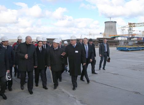Президент Беларуси Александр Лукашенко во время посещения площадки строительства БелАЭС