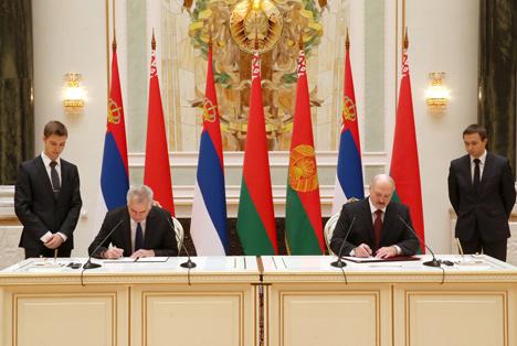 Лукашенко и Николич подчеркивают приверженность Беларуси и Сербии соблюдению международного права