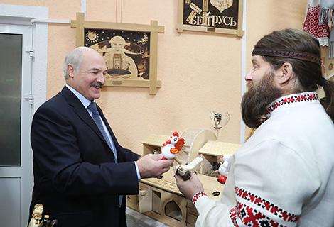 Александр Лукашенко во время посещения Дома культуры