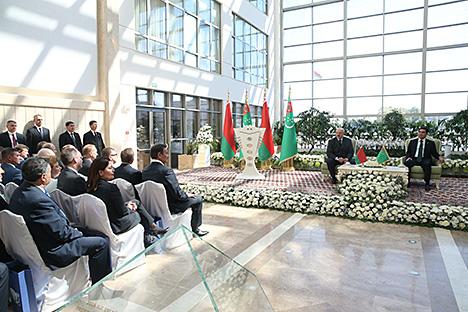 Лукашенко и Бердымухамедов приняли участие в церемонии открытия комплекса зданий посольства Туркменистана в Минске