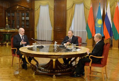 Президент Беларуси Александр Лукашенко на встрече с президентами России и Казахстана