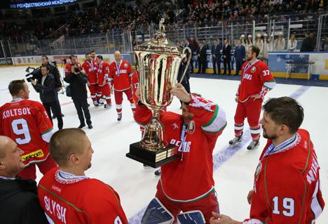 Хоккейная команда Президента Беларуси в десятый раз выиграла Рождественский турнир