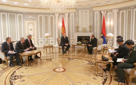 Лукашенко выступает за создание полномасштабной договорно-правовой базы сотрудничества с Таиландом