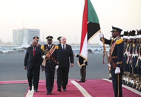 Церемония официальной встречи главы белорусского государства Президентом Судана Омаром Хасаном Ахмедом аль-Баширом