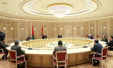Лукашенко: Беларусь выступает за скорейшее оснащение КСОР новейшими образцами вооружения и военной техники