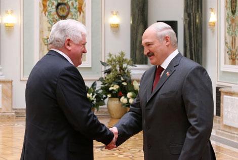 Лукашенко вручил Государственные премии и госнаграды работникам различных сфер