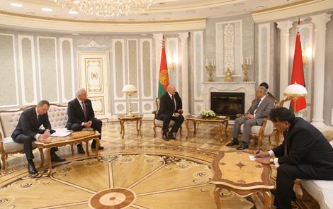 Президент Беларуси Александр Лукашенко на встрече с председателем Сената парламента Пакистана Мианом Раза Раббани
