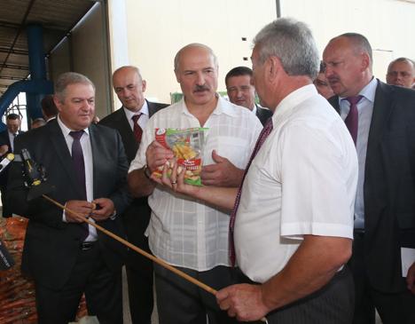 Лукашенко обещает дальнейшую поддержку фермерам в Беларуси