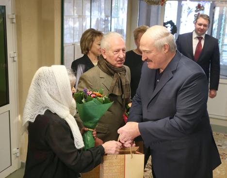 """Президент Беларуси Александр Лукашенко заявил сегодня в ходе посещения городского дома-интерната для ветеранов войны и труда """"Світанак"""""""