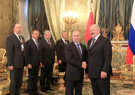 Лукашенко уверен в еще большем сближении народов Беларуси и России