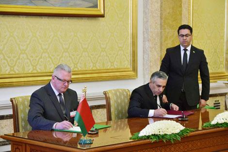 Беларусь и Туркменистан подписали 11 документов по развитию сотрудничества в различных сферах