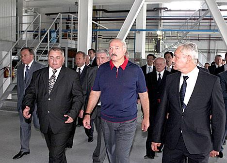 Президент Беларуси Александр Лукашенко во время посещения Березовской ГРЭС