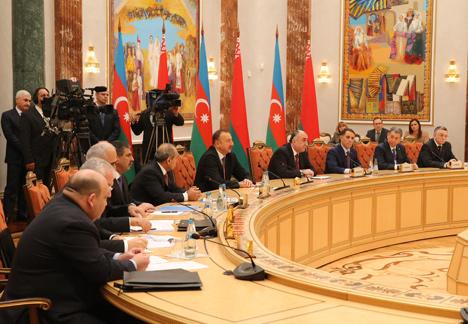 Лукашенко предлагает Алиеву обсудить новые идеи и направления сотрудничества Беларуси и Азербайджана