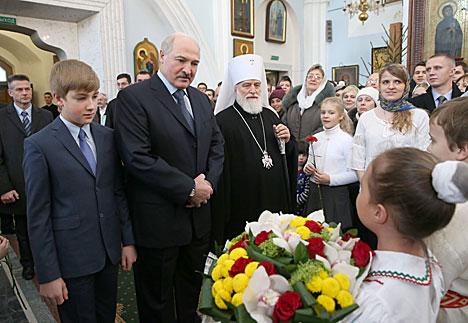 Президент Беларуси Александр Лукашенко на рождественском богослужении в Свято-Духовом кафедральном соборе Минска