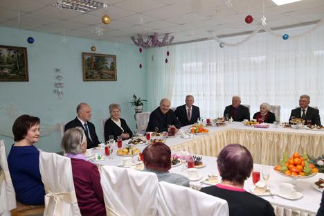 Президент Беларуси Александр Лукашенко посетил Николаевщинский дом-интернат для ветеранов войны