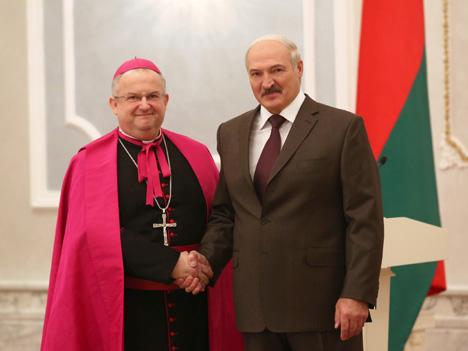 Александр Лукашенко принял верительные грамоты Апостольского нунция в Беларуси Габора Пинтера