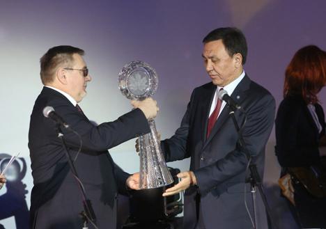 Обе награды получил Чрезвычайный и Полномочный Посол Кыргызстана в Беларуси Кубанычбек Омуралиев
