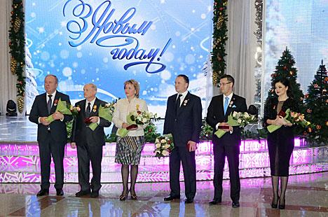 Президент Беларуси Александр Лукашенко во время официального приема на старый Новый год вручил государственные награды