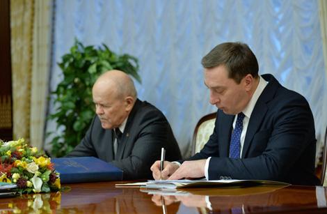 Лукашенко требует обеспечить переработку всей древесины внутри Беларуси