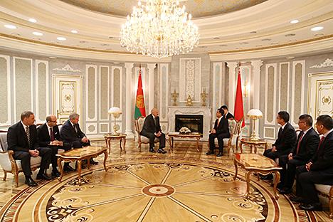 """Лукашенко: Беларусь рассчитывает на реализацию новых крупных проектов с участием китайской корпорации """"СИТИК Групп"""""""