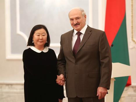 Александр Лукашенко принял верительные грамоты Чрезвычайного и Полномочного Посла Монголии в Беларуси Банзрагчийн Дэлгэрмаа