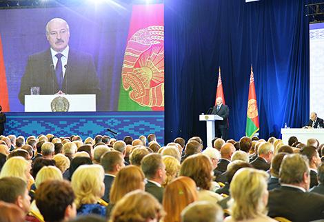 """""""В формате открытого микрофона"""" - Лукашенко обсудил с педагогами настоящее и будущее образования"""