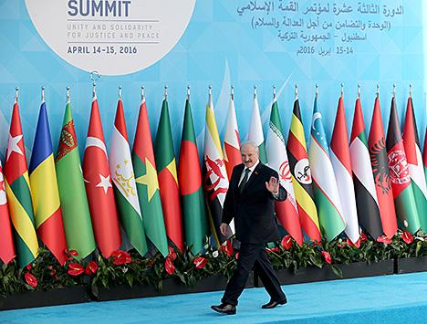 Лукашенко принял участие в саммите ОИС в Стамбуле