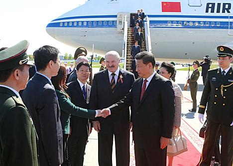 Председатель Китайской Народной Республики Си Цзиньпин прибыл с государственным визитом в Беларусь